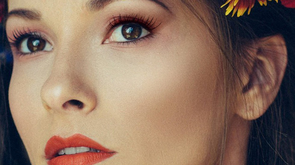 How to Create Realistic Eye Makeup in Photoshop