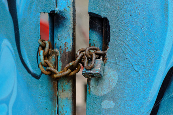 Graffiti Rusty Chain & Lock Photo